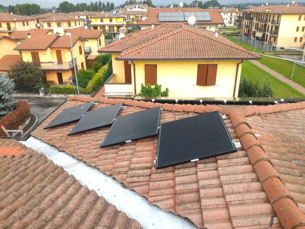 Una casa autosufficiente con l'energia solare